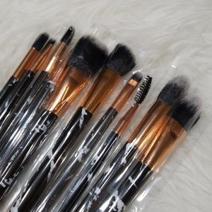 Makeup brushes and makeup sponges